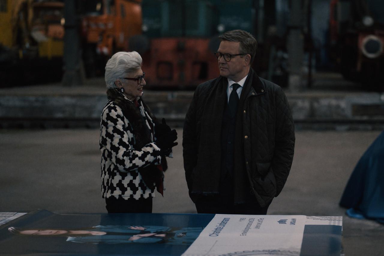 Leonore Lindemann (Nicole Heesters, l.) versucht ihren Sohn Benedikt (Justus von Dohnányi, r.) davon zu überzeugen, dass sein Kurs für die Firma falsch ist. ZDF/Tim Kuhn