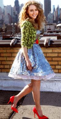 Carrie (AnnaSophia Robb) steht schon als Teenie der Sinn nach dem perfekten Styling.