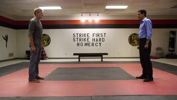 """Angriff ist bei """"Cobra Kai"""" die beste Verteidigung – Strike First! Strike Hard! No Mercy! Daniel (Ralph Macchio) sieht das anders"""