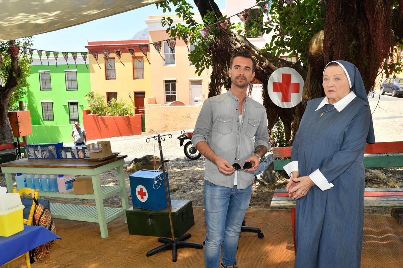 Kapitän Max Parger (Florian Silbereisen) und Schwester Magdalena (Marianne Sägebrecht) ZDF/Dirk Bartling