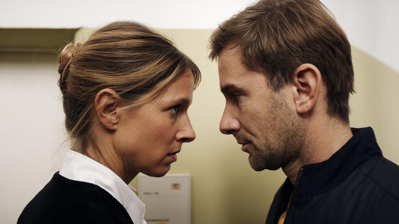 Richterin Dr. Julia Kellermann (Lisa Bitter) und Schöffe Charlie Menzinger (Markus Stoll) sind nicht immer einer Meinung. ©2019 The Amazing Film Company