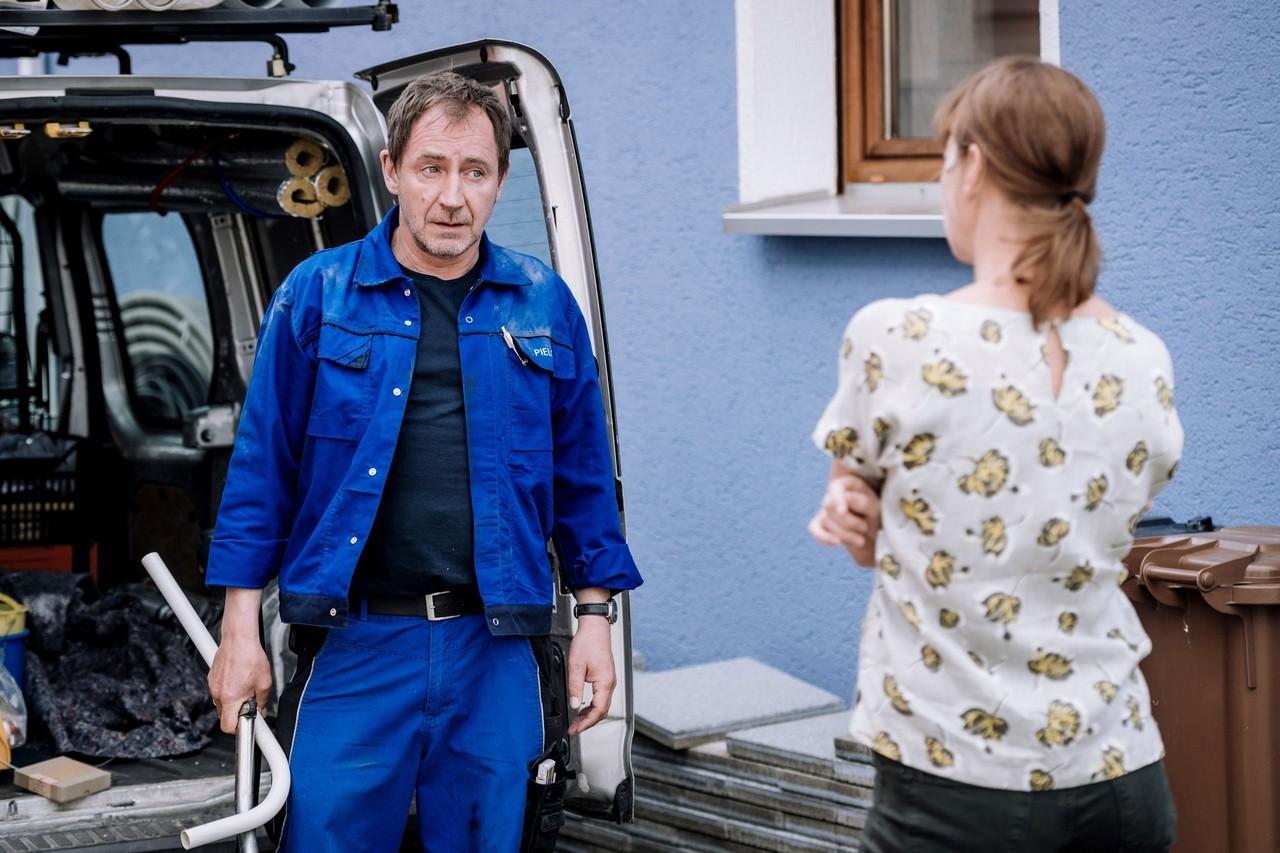 Familienleben oder Politik – Familienstreit bleibt Familienstreit zwischen Frank Pielcke (Thorsten Merten) und Ulrike Pielcke (Milena Dreißig) ZDF/Martin Rottenkolber