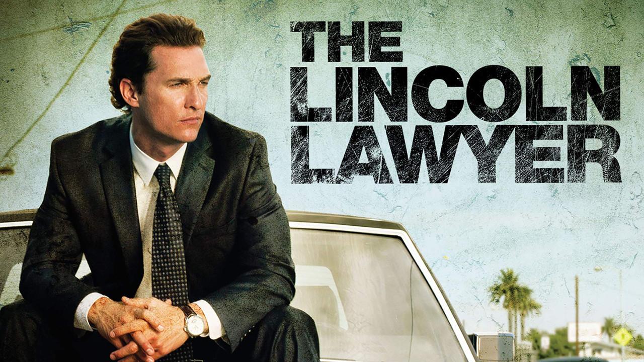 """Flop: """"The Lincoln Lawyer""""Erfolgsproduzent David E. Kelley entwickelte eine neue Thrillerserie namens """"The Lincoln Lawyer"""" nach dem Bestsellerroman """"Der Mandant"""" von Michael Connelly, der bereits im Jahr 2011 mit Matthew McConaughey in der Hauptrolle verfilmt wurde. Für die Hauptrolle war zuletzt Logan Marshall-Green als besagter Anwalt vorgesehen. Ob es nun an der Corona-Pandemie lag oder es andere Gründe für die Entscheidung des Senders CBS gab, sich dann doch gegen die Idee der Serie zu entscheiden, blieb unklar. Fest steht, das Projekt wurde auf Eis gelegt. Vielleicht findet sich ja ein neuer Sender für die Umsetzung? Lionsgate"""