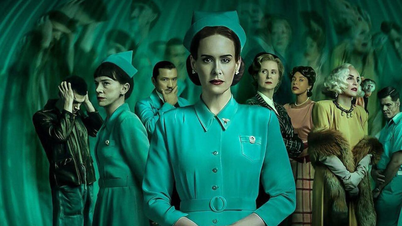 """Top: """"Ratched"""" (Netflix)Die neue Horrorserie mit Sarah Paulson handelt von der jungen Mildred Ratched, die im Jahr 1947 ihren neuen Job als Krankenschwester in einer psychiatrischen Klinik annimmt. Hinter ihrem hübschen Gesicht verbirgt sich jedoch ein völlig anderer Mensch, dessen Charakter langsam zu dem Monster aus dem Filmklassiker """"Einer flog über das Kuckucksnest"""" mit Jack Nicholson nach einer gleichnamigen Buchvorlage von Ken Kesey wird. Netflix hat von seiner neuen Produktion bereits eine zweite Staffel bestellt. (Kritik zu """"Ratched"""") Netflix"""
