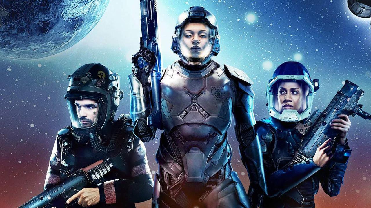 """Top: """"The Expanse"""" (Amazon Prime Video)Die Science-Fiction-Serie """"The Expanse"""" wurde einst auf Drängen der Fans von Amazon gerettet und erfolgreich fortgesetzt. Inzwischen ist eine fünfte Staffel auf Prime Video angelaufen, eine weitere Staffel ist bereits in Arbeit. Jedoch soll nach der sechsten Staffel Schluss sein, bestätigte unlängst der Streamingdienst. Ob die von Fans als Sci-Fi-Meisterwerk gefeierte Produktion vielleicht doch noch woanders eine neue Heimat finden wird, ist fraglich. Jedenfalls erhalten die Serienmacher die Chance, die Handlung abschließen zu können. Amazon Prime Video"""