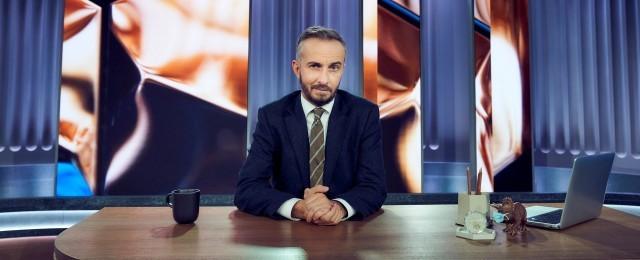 """Jan Böhmermann beendete im Dezember 2019 sein """"Neo Magazin Royale"""" nach sechs Jahren und verabschiedete sich in eine lange Kreativpause. Im November 2020 meldete er sich mit dem """"ZDF Magazin Royale"""" im ZDF-Hauptprogramm zurück – und das höchst erfolgreich. Am Freitagabend um 23Uhr direkt im Anschluss an die """"heute-show"""" sind fast drei Millionen Zuschauer dabei – in der Zielgruppe sind Marktanteile bis zu 20 Prozent drin. ZDF/Jens Koch"""