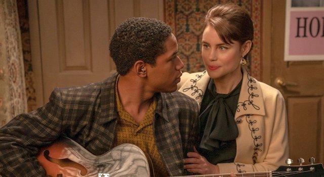 Musiker Teddy Greene (Kelvin Harrison Jr.) beginnt eine Romanze mit Gigantes Tochter Stella (Lucy Fry)
