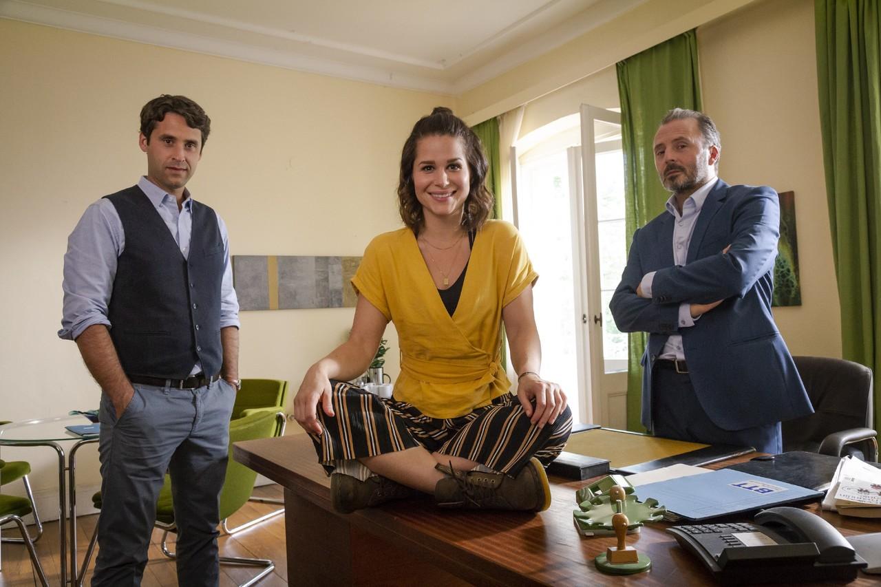 Lucies (Cristina do Rego) neue Kollegen: Psychologe Bartels (Kai Albrecht, links) und Heimleiter Gleim (Robert Schupp, rechts).TVNOW/Richard Hübner