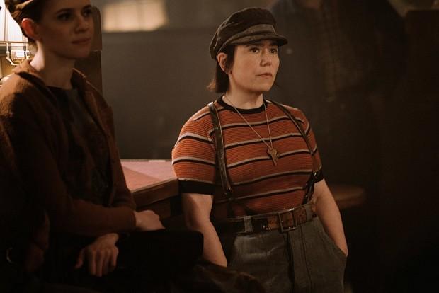 Alex Borstein als Susie Meyerson, die sich zu Midges Managerin aufschwingt – Borstein war schon in Serienpiloten der Gilmore Girls dabei