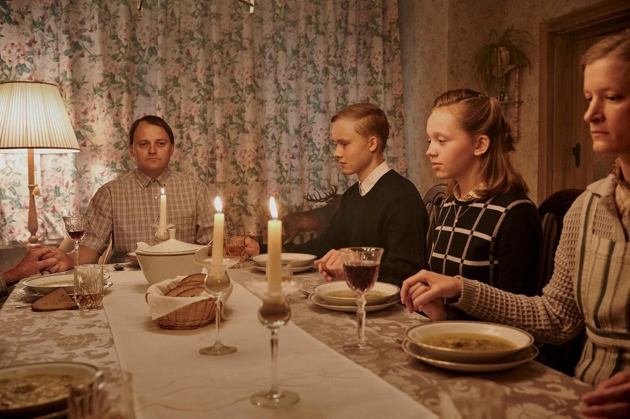 """Die Nachbarsfamilie aus dem """"88. Stockwerk"""" Sky Deutschland/Lago Film GmbH/Reiner Bajo"""