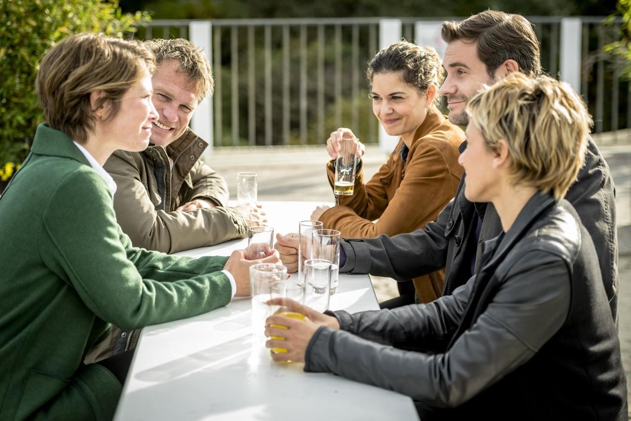 Die neue Teamchefhin Helena Jung (Sonja Baum, l.) trifft auf ihre neuen Kollegen. ZDF/Martin Rottenkolber
