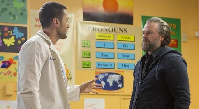 """Goodwin (Ryan Eggold) zu Frome (Tyler Labine): """"Wenn Sie ihr nicht als Arzt helfen können…helfen Sie ihr als Mensch!"""""""