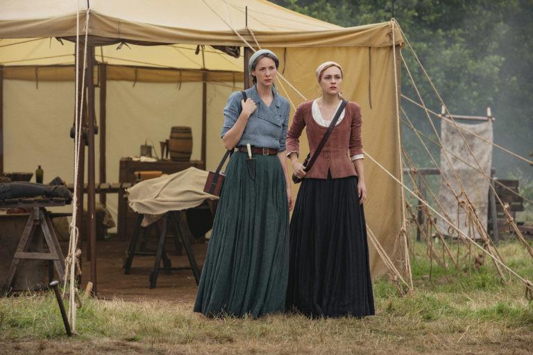 Claire (Caitriona Balfe) und Brianna (Sophie Skelton) sind tief getroffen von Murtaghs Tod und gleichzeitig immer noch in Sorge um Roger. Starz
