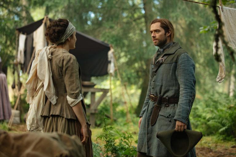 Roger (Richard Rankin) versucht erneut, Morag MacKenzie (Elysia Welch) zu helfen. Starz