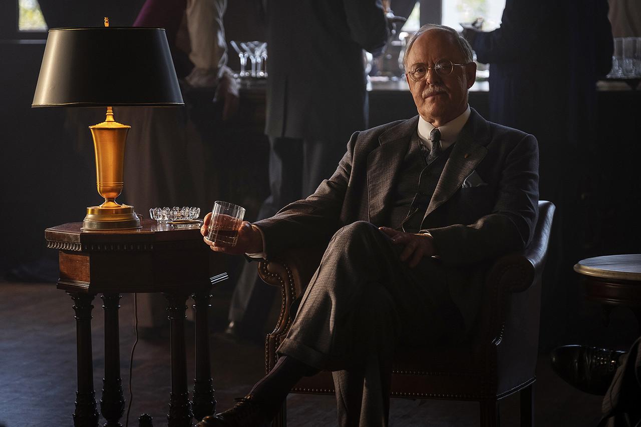 John Lithgow als Anwalt E. B. Jonathan HBO