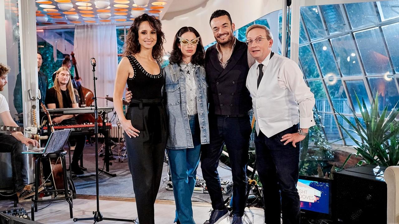 Stephanie Stumph (l.) und Wigald Boning (r.) mit ihren Gästen Aura Dione und Giovanni Zarrella. DW/Marcel Schröder