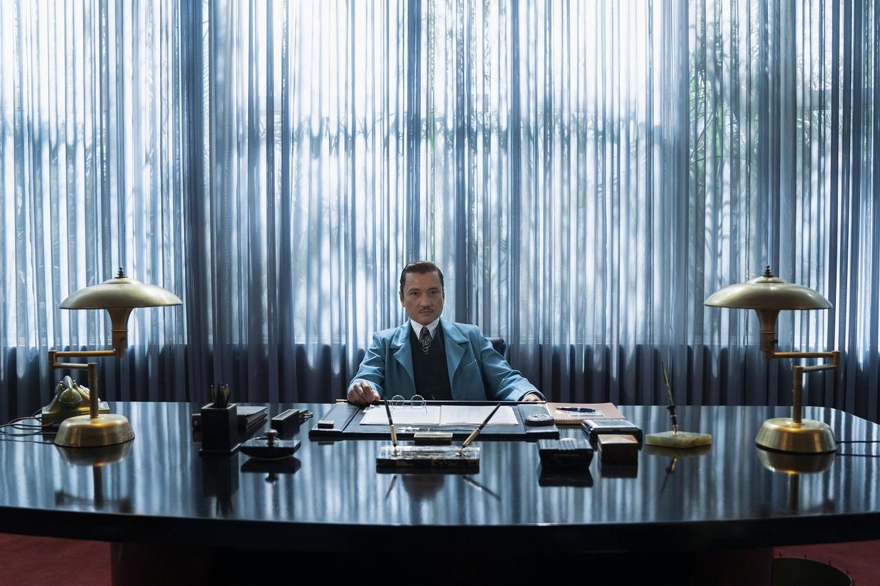 """Die Inszenierung von """"Ratched"""" setzt auf große Optik: Jon Jon Briones als Dr. Richard Hanover Saeed Adyani/Netflix"""