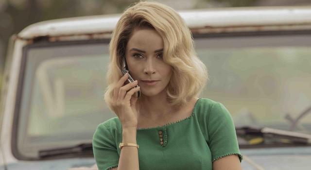 Brodelnder Rachevulkan mit Flip-Phone: Abigail Sencer.