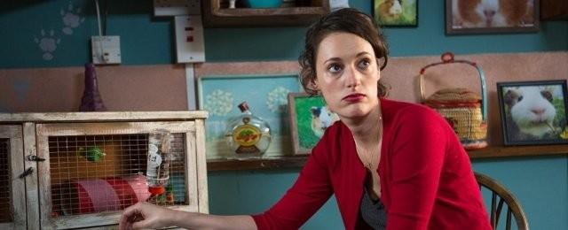"""Fleabag (Prime Video, Tipp von Vera Tidona)Die Britin Fleabag (Phoebe Waller-Bridge) betreibt in London ein Café, das eher schlecht läuft. Daran ist sie mit ihrer direkten und sarkastischen Art nicht ganz unschuldig. Ihre Beziehung zu Freunden und Familie ist von Höhen und Tiefen betroffen, und auch in Sachen Liebe will es nicht laufen. Nachdem sie von ihrem Freund verlassen wird, stürzt sie sich in verschiedene Affären, die sie jedoch nicht weiterbringen. Die vielgelobte britische Comedyserie """"Fleabag"""" von und mit Phoebe Waller-Bridge basiert auf einem gleichnamigen Theaterstück und wurde mit sechs Emmy Awards und zwei Golden Globes als beste TV-Serie des Jahres 2019 prämiert. Weitere Hauptrollen übernahmen Sian Clifford, Olivia Colman und Bill Paterson. Die BBC-Serie ist eine Kooperation mit Amazon Prime Video, wo alle beiden Staffeln auf Abruf verfügbar sind. Two Brothers Pictures"""