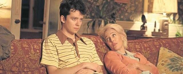 """Sex Education (Netflix, Tipp von Jan Noyer)Für den Teenager Otis (Asa Butterfield) und seine Freunde brechen in Wales die letzten zwei Schuljahre an. Nicht nur der """"Ernst des Lebens"""" dämmert am Horizont, sondern auch die massiven Auswirkungen der Pubertät. Besonders pikant an der Sache ist, dass Otis' Mutter Jean (Gillian Anderson) eine bekannte Sexualtherapeutin ist, das theoretische Wissen über alles, was die Körpermitte betrifft, also vorhanden ist. Doch wird der unbeholfene Otis dies auch sinnvoll nutzen können? Was wie eine besonders peinliche Teenie-Klamotte in Serienform klingt, entpuppt sich als emotional ehrliche Coming-of-Age-Dramedy, gleichermaßen witzig wie konstant unterhaltsam. Sozusagen absolut gefühlsecht. Der ausgesuchte Soundtrack mit heftigem 80er-Vibe tut sein Übriges. Die ersten zwei Staffeln von """"Sex Education"""" mit insgesamt 16 Folgen sind bei Netflix verfügbar. Netflix"""