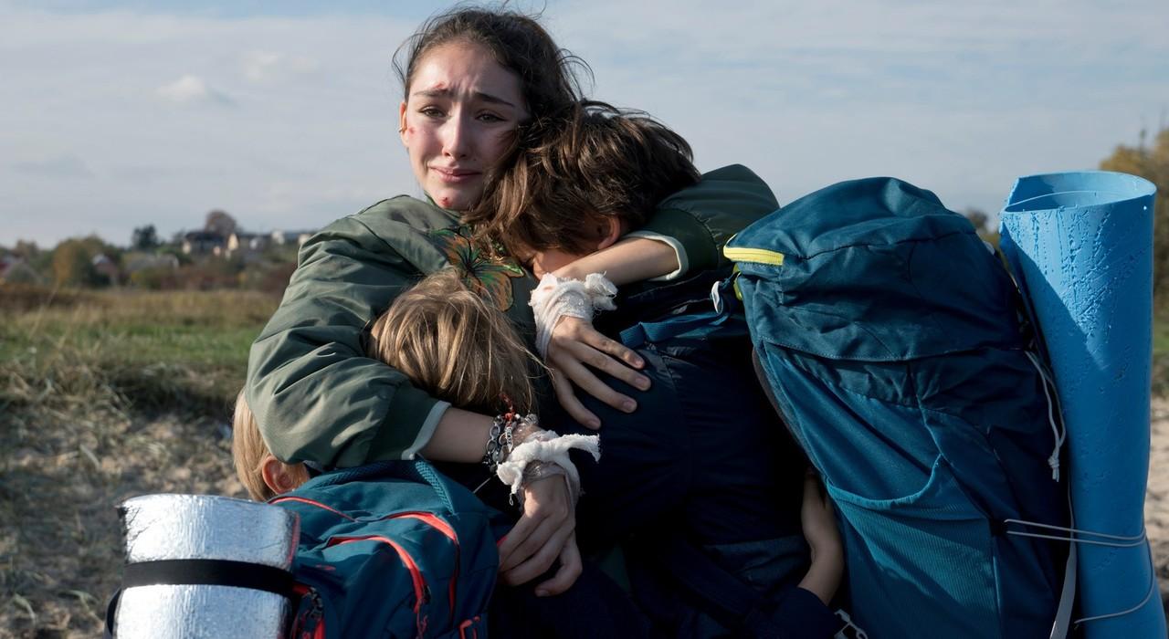 Geschwister in Angst: Evelin (Emily Kusche) mit ihren drei Brüdern (Maximilian Brauer, Ron Renzenbrink, Phileas Heyblom) ZDF / Krzysztof Wiktor