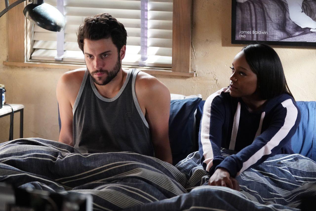 Connor (Jack Falahee) und Michaela (Aja Naomi King) diskutieren über ihre Schuld. ABC
