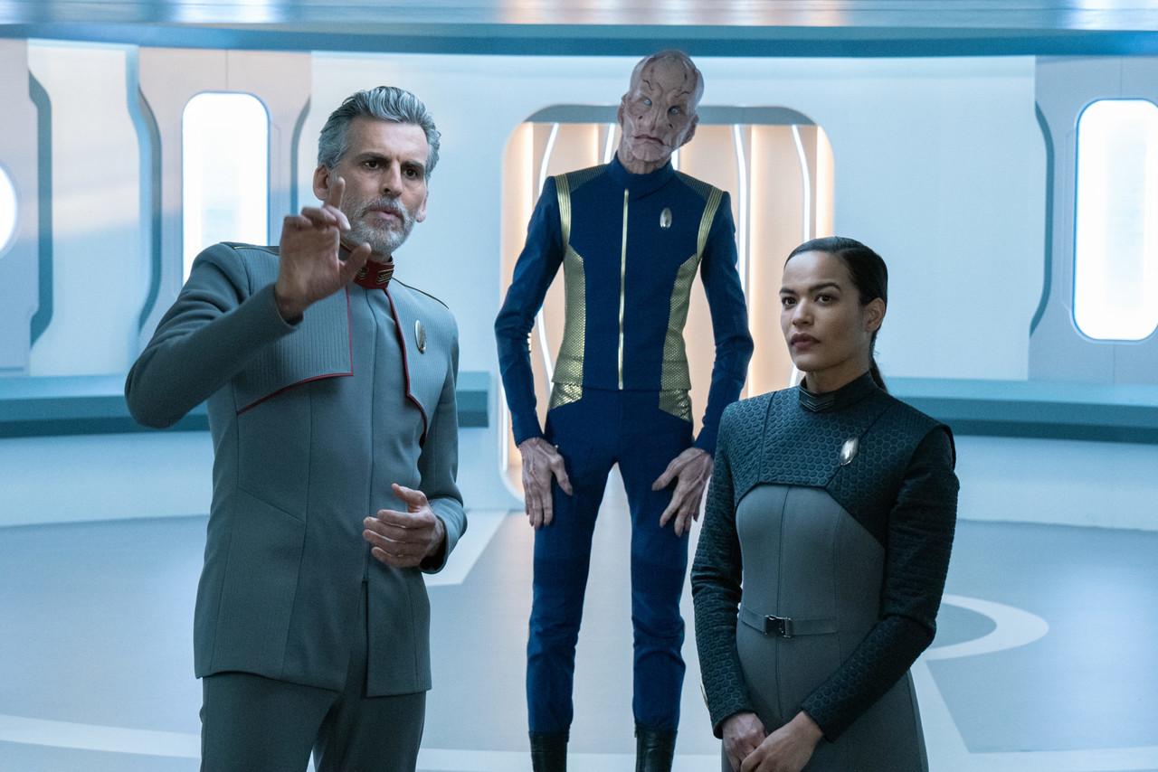 Pluspunkt: Oded Fehr (l.) als Admiral Charles Vance; mit Saru (Doug Jones) und Adjudantin Lt. Audrey Willa (Vanessa Jackson). ABC All Access