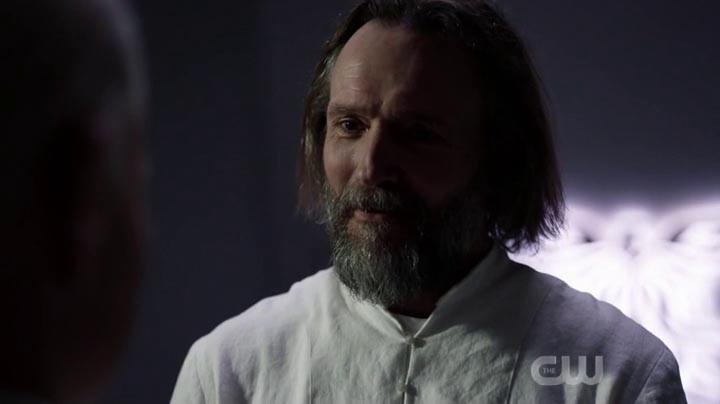 Bill Cadogan (John Pyper-Ferguson) ist der Shepherd. The CW