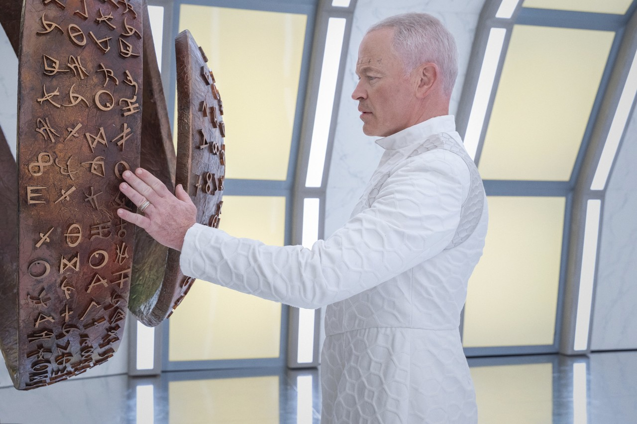 Neal McDonough als Anders The CW