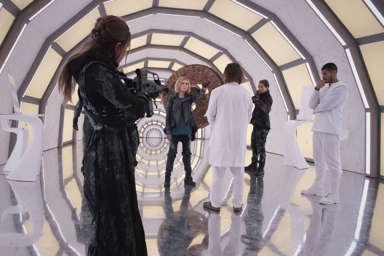 Clarke (Eliza Taylor) versucht, die Oberhand zu behalten. The CW