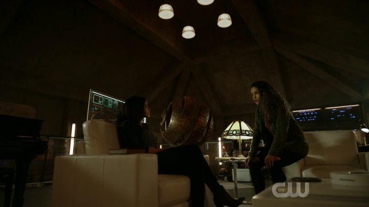 Becca (Erica Cerra) findet in Callie (Iola Evans) eine Verbündete. The CW