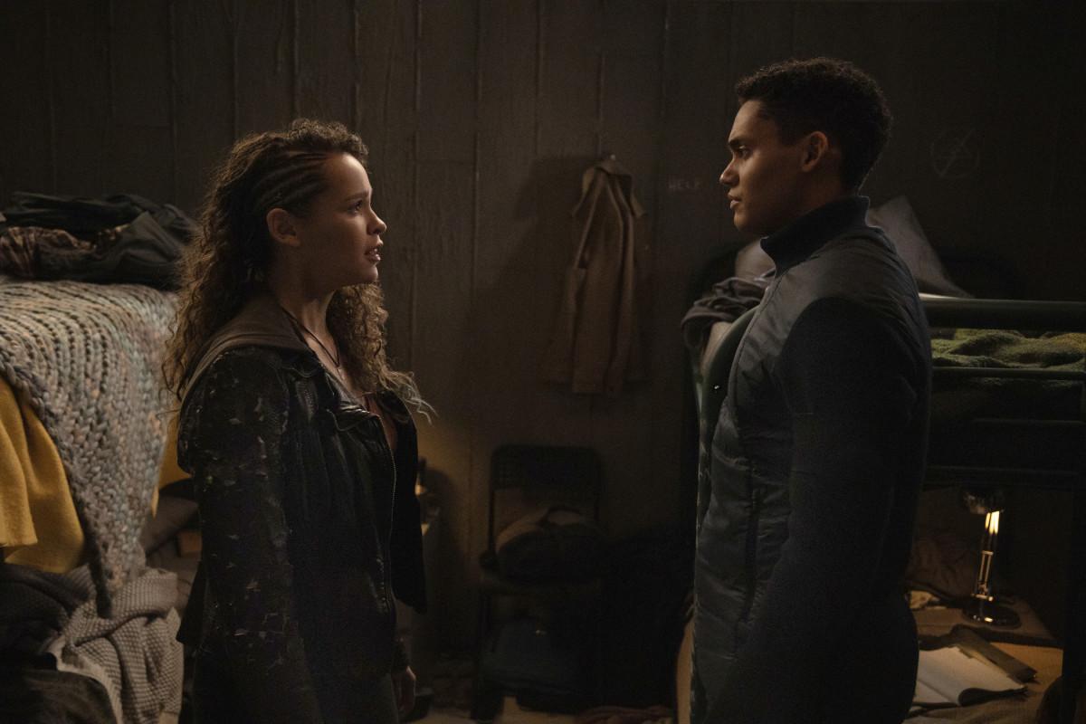 Callie (Iola Evans) und Reese (Adain Bradley) stehen auf unterschiedlichen Seiten. The CW