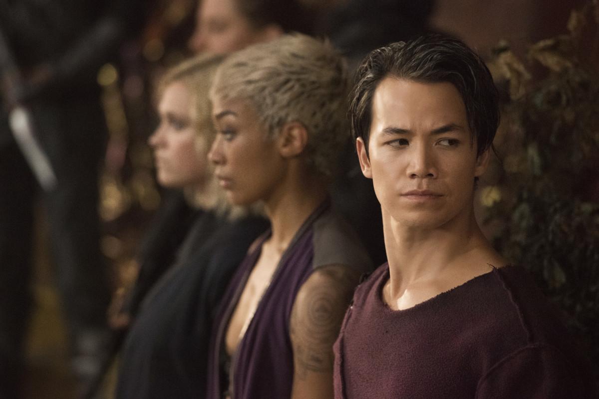 Jordan (Shannon Kook) sucht nach einer friedlichen Lösung. The CW