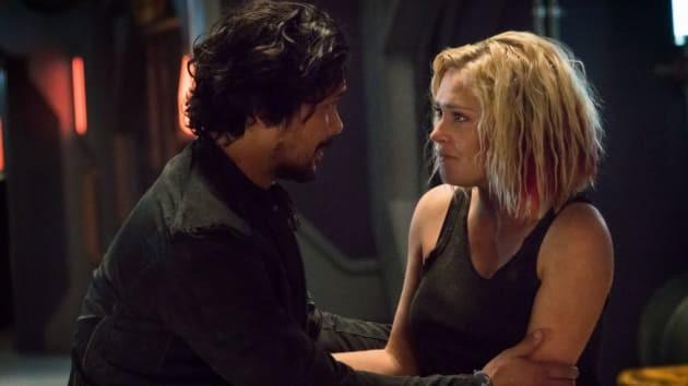 Bellamy (Bob Morley) und Clarke (Eliza Taylor) verband eine besondere Beziehung. The CW