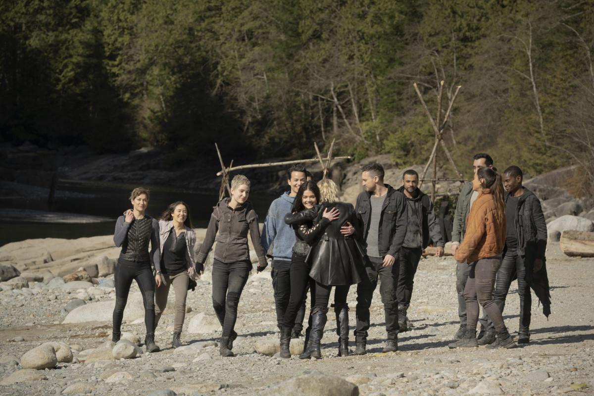 Ein letztes Mal auf der Erde wiedervereint. The CW