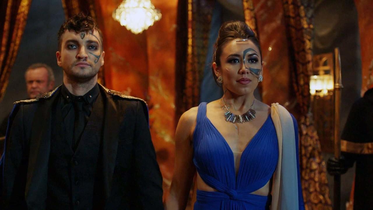 Murphy (Richard Harmon) und Emori (Luisa D'Oliveira) haben eine lange Reise hinter sich. The CW