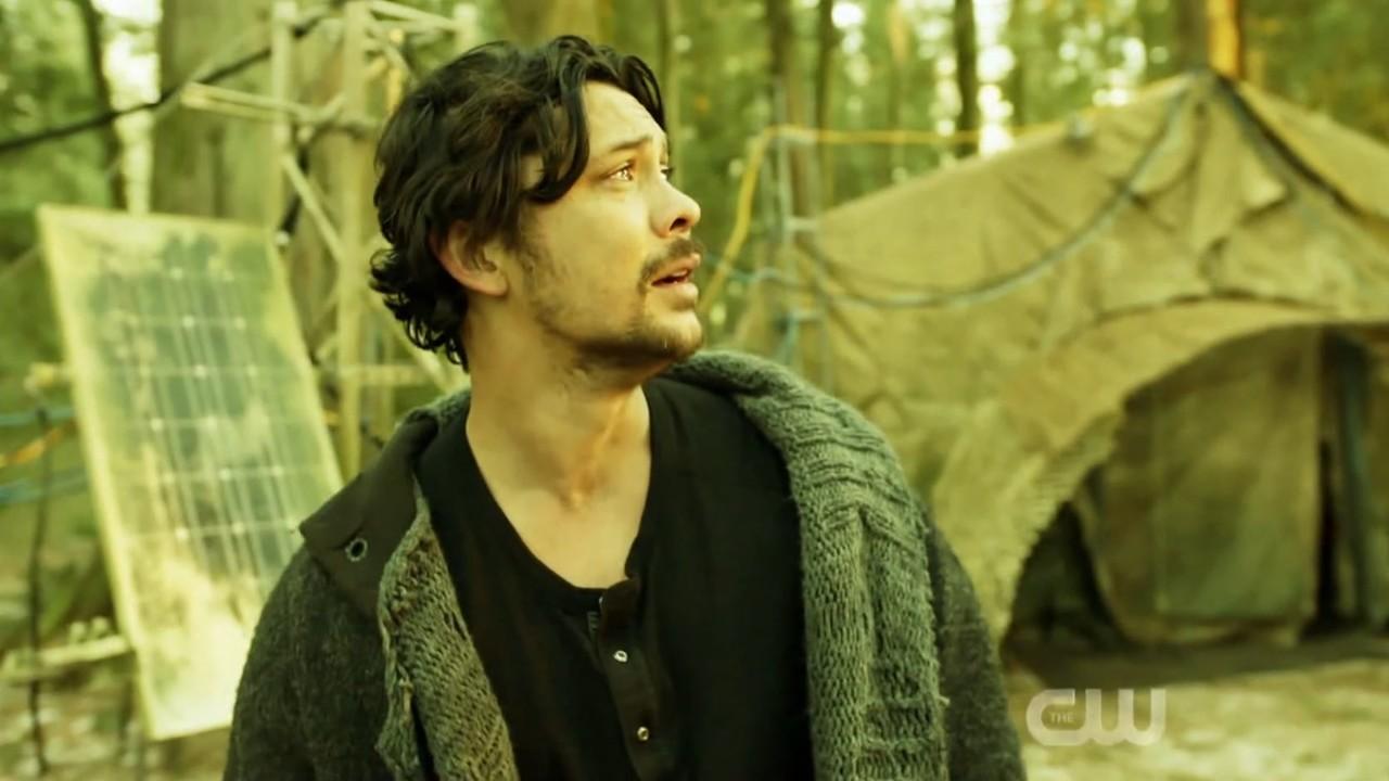 Bellamy (Bob Morley) ruft verzweifelt nach seiner Schwester. The CW