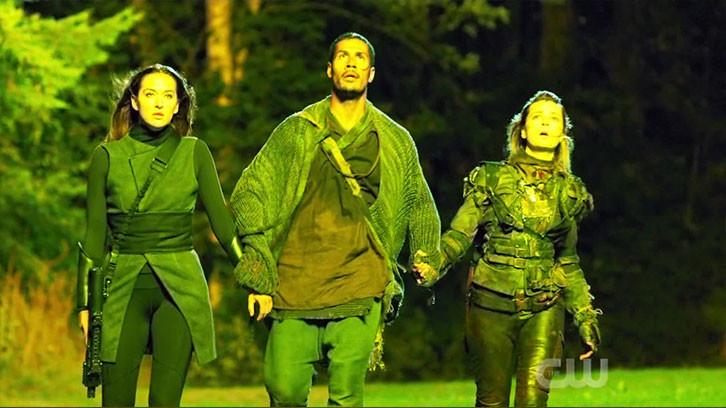 Echo (Tasya Teles), Gabriel (Chuku Modu) und Hope (Shelby Flannery) betreten gemeinsam die Anomalie. The CW