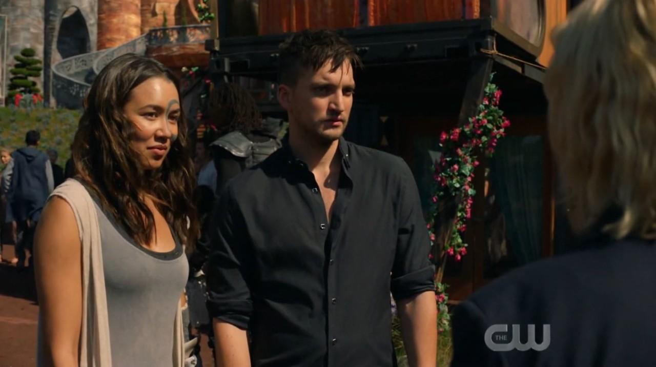 Emori (Luisa D'Oliveira) und Murphy (Richard Harmon) müssen eingreifen. The CW