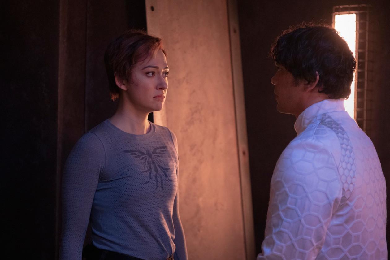 Echo (Tasya Teles) erkennt Bellamy (Bob Morley) nicht wieder. The CW