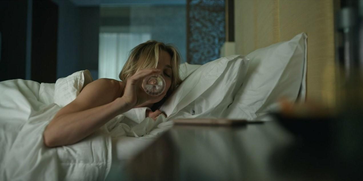 Böses Erwachen: Cassie ahnt noch nicht, in welcher Bredouille sie sich befindet. hbo max