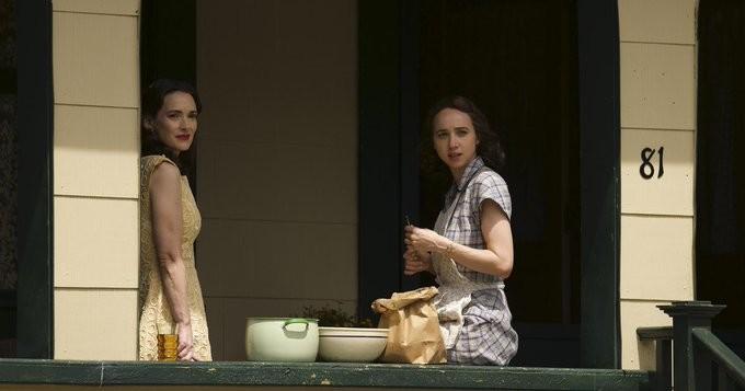 """Ungleiche Schwestern: Evelyn Finkel (Winona Ryder) und Elizabeth """"Beth"""" Levin (Zoe Kazan). HBO"""