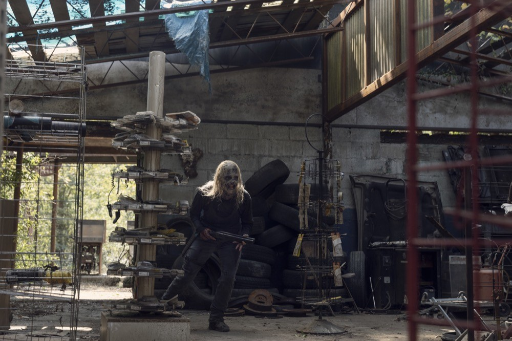 Alpha (Samantha Morton) und Daryl (Norman Reedus) haben beide mit ihren Verletzungen zu kämpfen. AMC