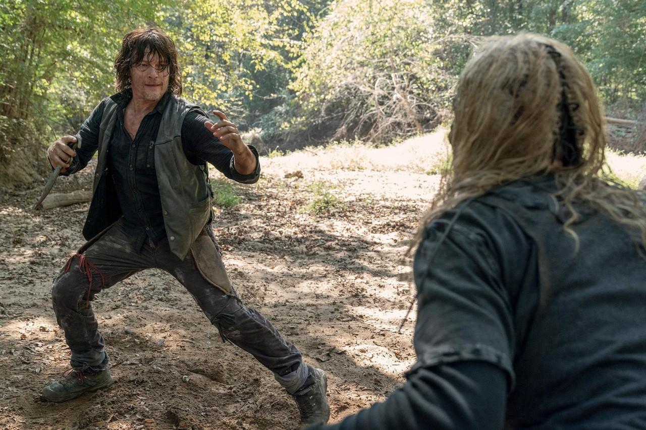 Daryl (Norman Reedus) und Alpha (Samantha Morton) liefern sich einen erbarmungslosen Kampf. AMC