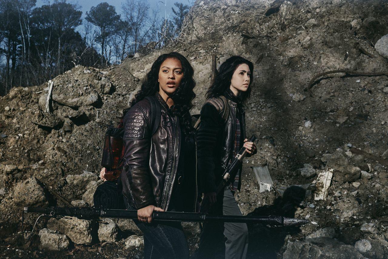 Zwei ungleiche Schwestern: Iris (Aliyah Royale) und Hope (Alexa Mansour). AMC