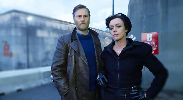 Inspector Tyador Borlú (David Morrissey) mit Senior Detective Dhatt (Maria Schrader) in UL Qoma
