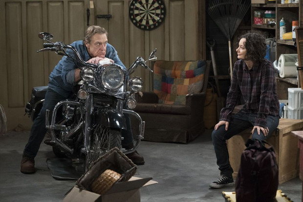 Dan (John Goodman) mit seiner Tochter Darlene (Sara Gilbert) (Bild: ABC)