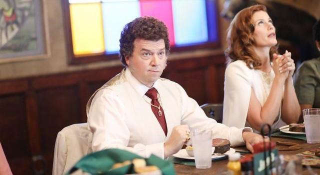 Gerade in der Familie von Jesse (Danny McBride) – hier mit Ehefrau Amber (Cassidy Freeman) – herrscht Protz und Scheinheiligkeit.
