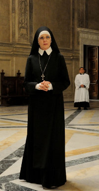 Diane Keaton verkörpert die weise Nonne Sister Mary Bild: