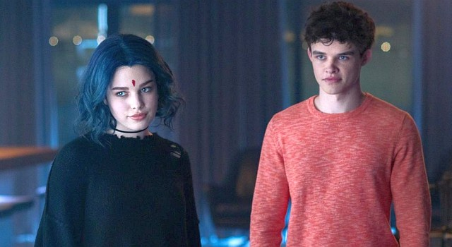 Superhelden in zivil als neue WG? Rachel (Teagan Croft) und Jason (Curran Walters).